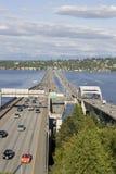 90 d'un état à un autre sur le Lac Washington Photographie stock libre de droits