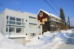 D'une nouvelle la vieille et vieille maison maison est refourbie Photo stock