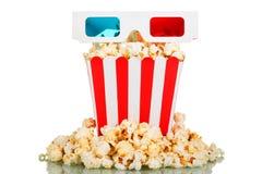 3D vetri, grande popcorn della scatola quadrata, popcorn intorno su bianco Immagine Stock