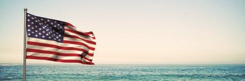 3D vlag van de V.S. tegen strandachtergrond Stock Afbeeldingen