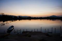 Łódź w rzece Zdjęcie Royalty Free
