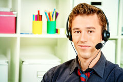 3D weinig menselijk karakter in een Call centre Stock Foto