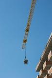 Dźwigowi buduje bloki mieszkaniowi Obraz Stock