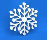 3d witte die Kerstmissneeuwvlok op blauwe achtergrond wordt geïsoleerd Stock Foto