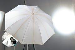 3d wyposażenia błysku oświetleniowy pracowniany parasol Fotografia Stock