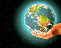 3 d ziemi pozbawione linii horyzontu interliniuje najlepszej biznesowej pojęcia pojęć globalnej kuli ziemskiej rozjarzone ręki in Obrazy Stock