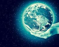 3 d ziemi pozbawione linii horyzontu interliniuje najlepszej biznesowej pojęcia pojęć globalnej kuli ziemskiej rozjarzone ręki in Zdjęcia Stock