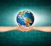 3 d ziemi pozbawione linii horyzontu interliniuje najlepszej biznesowej pojęcia pojęć globalnej kuli ziemskiej rozjarzone ręki in Fotografia Royalty Free