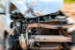 Dañado del coche que estaban seriamente accidentalmente después de colisión con otros automóviles de los vehículos en la calle Ef fotografía de archivo