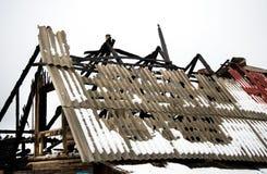 Daño de fuego del tejado, seguro de la vivienda foto de archivo
