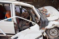 Daño del coche después del desastre del terremoto Imagen de archivo