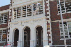 Daño del tornado de la escuela secundaria de Joplin fotografía de archivo