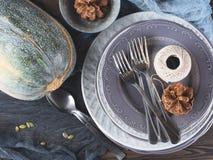 Da ação de graças do jantar vida ainda com placas Vista superior Imagens de Stock Royalty Free