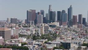 Da arquitetura da cidade aérea da skyline de Los Angeles opinião Sightseeing As torres do escritório aglomeraram a vista panorâmi filme