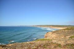 普腊亚da Bordeira,从峭壁,阿尔加威,葡萄牙的看法 免版税图库摄影