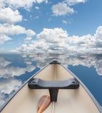 Da canoa águas ainda Fotos de Stock Royalty Free