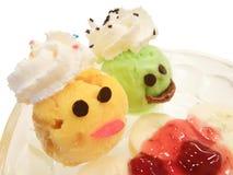 Da colher colorida do gelado do limão e da manga tema extravagante ajustado no copo Fotografia de Stock