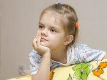 Da criança de quatro anos da menina um olhar entusiàstica deixado Imagem de Stock Royalty Free