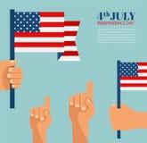 Día de la Independencia en América mano que sostiene la bandera de los E.E.U.U. Fotografía de archivo