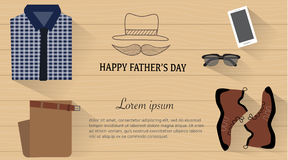 Día de padre con la camisa, pantalones, teléfono elegante, zapatos Foto de archivo libre de regalías
