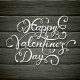 Día de tarjetas del día de San Valentín feliz en fondo de madera negro Imagen de archivo libre de regalías