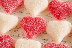 Día de tarjetas del día de San Valentín Sugar Gummy Candy Love Hearts Fotos de archivo