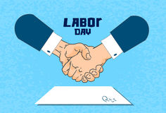 Día del Trabajo internacional, documento de papel de Contract Sign Up del hombre de negocios del apretón de manos Foto de archivo libre de regalías