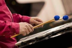 Da el músico que juega el vibráfono Imagen de archivo libre de regalías