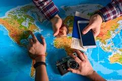 Da el punto en mapa adonde ir Fotografía de archivo libre de regalías