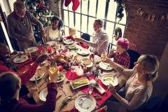 Da família conceito da celebração do Natal junto foto de stock