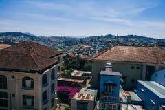 DA-LAT, VIETNAM - MARS 9, 2017: En sikt av den Dalat staden i Vietnam Arkivbilder