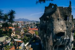 DA-LAT, VIETNAM - MARS 9, 2017: Hang Nga gästhem, populärt som är bekant som det galna huset Fotografering för Bildbyråer