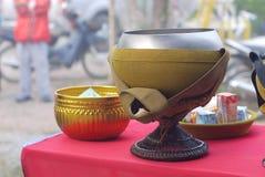 Da monge dos recipientes de alimento Imagem de Stock Royalty Free