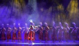 Da nacionalidade nova de música-Yi do copiador dança nacional vermelho-chinesa foto de stock royalty free