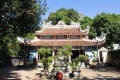DA NANG-LANDSCHAFT - Marmorberge Maitreya lizenzfreie stockfotografie