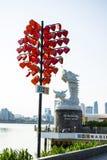 DA NANG, VIETNAM, le 1er mai 2018 : La fin entendent l'arbre et aiment le pont près de Dragon River Bridge Rong Bridge dans le co Images stock