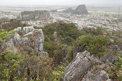 DA NANG, VIETNAM - MAART 18: Marmeren bergen toneelmening dichtbij D Royalty-vrije Stock Afbeeldingen
