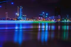 DA NANG, VIETNAME - 19 DE MARÇO DE 2017: Nightview no Da Nang, Vietname da paisagem Fotografia de Stock
