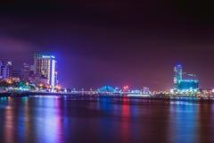 DA NANG, VIETNAME - 19 DE MARÇO DE 2017: Nightview no Da Nang, Vietname da paisagem Foto de Stock Royalty Free