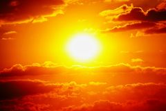 Da nuvem alaranjada do céu do céu do por do sol natureza exterior alaranjada do verão Fotografia de Stock Royalty Free
