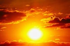 Da nuvem alaranjada do céu do céu do por do sol natureza exterior alaranjada do verão Imagem de Stock