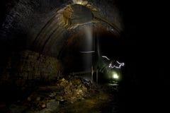Da obscuridade túneis no subsolo Foto de Stock