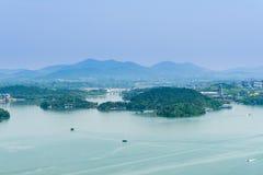 Da parte superior do monte que negligencia o lago do tianmu Foto de Stock