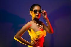 Da pele bronzeado asiática da mulher da forma cabelo preto bonito imagens de stock