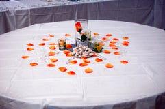 Da portare in tavola decorato per il ricevimento nuziale Immagini Stock