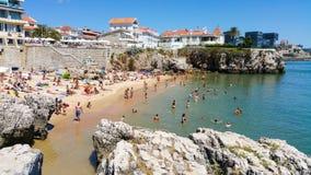 DA RAINHA海滩在卡斯卡伊斯,葡萄牙 免版税库存照片