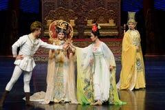 Da reunião do again-The ato em segundo: uma festa no ` de seda da princesa do ` do drama da dança da palácio-epopeia foto de stock royalty free