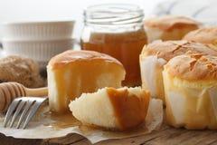 Da sobremesa doce macia das pastelarias do bolo de queijo do mel close up saboroso da vida ainda Imagens de Stock Royalty Free