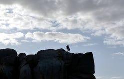 Da solo alla cima della scogliera Fotografia Stock Libera da Diritti