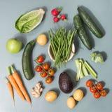 Da sopra le verdure e l'olio saporiti crudi freschi ha preparato per cucinare fotografie stock